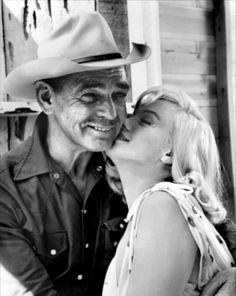 """Clark Gable and Marilyn Monroe on the set of """"The Misfits"""", circa1960"""
