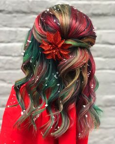 Christmas is in the air — and in the hair. Jasmine of Rock Your Locks salon created a holiday-themed hair-color look consisting of red, green, and gold tones meant to inspire. Check out the look, here. Hair Dye Colors, Ombre Hair Color, Cool Hair Color, Red Ombre, Crazy Hair Days, Holiday Hairstyles, Fashion Hairstyles, 90s Hairstyles, Green Hair