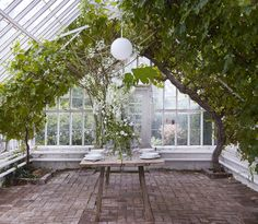 Food and Gardening Tips Diy Greenhouse Plans, Home Greenhouse, Outside Living, Outdoor Living, Exterior Design, Interior And Exterior, Bungalow Landscaping, Porch And Balcony, London Garden