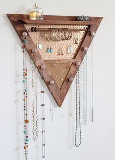 Diy Jewelry Unique, Diy Jewelry To Sell, Diy Jewelry Holder, Hanging Jewelry Organizer, Jewelry Hanger, Wooden Jewelry, Silver Jewelry, Jewelry Wall Organizers, Jewelry Making