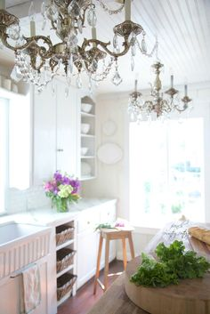 See this Frencn inspired kitchen from @frnchcntrycttge- check out those chandeliers!