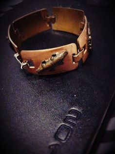 This uniquely Australian themed copper bracelet is a rare find.    Each link is individualy stamped with a different character / picture that is native to Australia only and hand crafted symbolizing Australia's environment & heritage.     A total of 5 links to this bracelet, each featuring a different copper stamp individually soldered onto links of a Platypus, an aborigine, kangaroo on a Boomerang and a Koala. There is a 6th extra link stamped with an Emu that is not attached and separate…