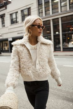 Carrie Bradshaw Winter Outfits You Can Copy Today Fashion 2018, Look Fashion, Fashion Outfits, Womens Fashion, Fashion Tips, Fashion Clothes, Fashion Edgy, Cheap Fashion, Joey Tribbiani