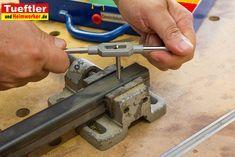 Viele Heimwerker kennen das Problem, dass sich eine Schraube nicht in Metall eindrehen lässt, weil das Gewinde defekt oder gar nicht vorhanden ist. Andere möchten für eine Metallkonstruktion Bohrlöcher mit einem Gewinde ausstatten. In diesem Fall kommt ein sogenannter Gewindeschneider oder Gewindebohrer zum Einsatz. Verschiedene Gewindearten Es gibt zwei verschiedene Arten von Gewinde, die hergestellt […]