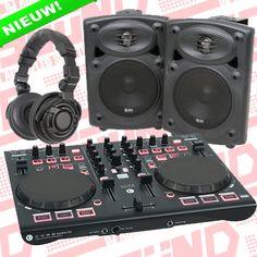 """De ideale set voor de DJ die graag wil beginnen met DJ'en. Een DJ set met een perfecte prijs/kwaliteit verhouding voor zowel de beginnende als de gevorderde DJ! De DJ set is perfect op elkaar afgestemd om zorgenloos te kunnen dj'en. De Digitale DJ controller wordt geleverd met de populaire DJ software """"Virtual DJ"""". Nu: €299,- @ www.jzsound.nl"""