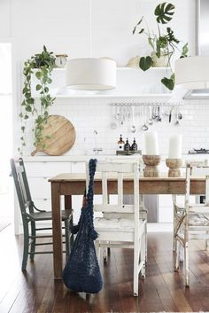 Relaxed All-white byron Bay Home with Upcycled Details. Relaxed All-white byron Bay Home with Upcycled Details. Dreamy Escape the Cottage byron Bay Rustic Bedroom Design, Dining Room Design, Earthy Home Decor, Mediterranean Homes, Scandinavian Home, Scandinavian Holidays, Byron Bay, Interior Design Tips, Minimalist Decor