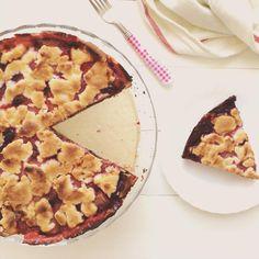 Rhubarb - strawberry - blueberry shortbread pie Blueberry Shortcake, Strawberry Blueberry, Hawaiian Pizza, Shortbread, Food Photography, Pie, Instagram Posts, Photos, Torte