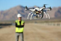 Nova Legislação Portuguesa para Drones    Devido ao crescente uso do drones e o consequente aumento de casos de acidentes com os mesmos e o envolvimento em invasões de privacidade. Houve a necessite de criar uma regulamentação da utilização dos drones. Pode consultar o novo regulamento acerca da utilização de drones em Portugal que já está disponível no Diário da República e pode ser visto aqui. Legislação para Aeronaves pilotadas remotamente (RPA)  Segundo a legislação as RPA (Aeronaves…