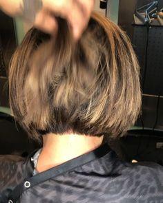 Bob cut Bob cut,Video Bob hairstyle Related besten Ideen für Kurzhaarfrisuren 2020 - Hair Styles - hairSleep & Relax Bügelloser Bh Miss Mary of Sweden - hairHow to Braid: 50 Actually Cool (We. Bob Haircut For Fine Hair, Bob Hairstyles For Fine Hair, Layered Bob Hairstyles, Short Bob Haircuts, Short Haircut, Short Hairstyles For Women, Cut Hairstyles, Hairstyles Videos, Fine Hair Cuts