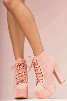 image découverte par be happy. Découvrez (et enregistrez !) vos images et vid. High Heel Boots, Heeled Boots, High Heels, Shoes Heels, Dream Shoes, Crazy Shoes, Me Too Shoes, Pretty Shoes, Beautiful Shoes