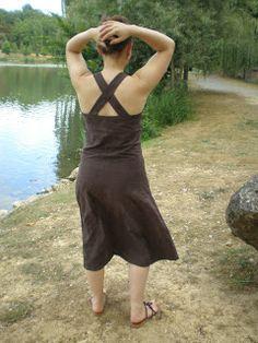 Ma 1ère robe d'été, patron maison (mixe d'une robe d'été avec corsage d'une nuisette + bretelles larges qui se croisent)