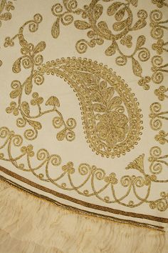Cape Date: Culture: French Medium: wool Dimensions: Length at CB: 19 in. cm) Length at CF: 19 in. Border Embroidery Designs, Gold Embroidery, Embroidery Fashion, Embroidery Stitches, Embroidery Patterns, Paisley Design, Paisley Pattern, Motif Soutache, Top Fashion