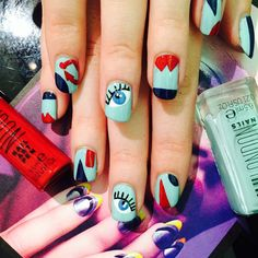Along with @wahlondon #wahnailartpens having the finest of nibs, there is a perfectly thin striper inside! @ellie_harry created this look using #ANEVENBIGGERSPLASH as a base, and stripers to form fun geometric shapes! ❤️