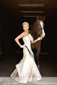 Horse and Bride. What my wedding pictures will look like. Horse Wedding, Wedding Pictures, Dream Wedding, Wedding Day, Wedding Bells, Summer Wedding, Shooting Photo, Best Wedding Photographers, Glamour