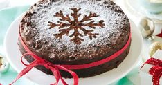 Swap the brandy with orange juice for an alcohol-free version of this spiced chocolate Christmas cake. Food Cakes, Fruit Cakes, Chocolate Christmas Cake, Christmas Cakes, Christmas Fruitcake, Bolo Chocolate, Christmas Tree, Christmas Ideas, Sweet Recipes