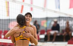 Australian surprise team wins women's Sydney gold – silver and bronze for U. Emily Day, Kerri Walsh Jennings, Shoulder Dislocation, Manly Beach, Olympic Champion, Event Page, Beach Volleyball, Sports News, Olympia