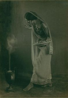 Ruth St. Denis posing for a picture in Incense costume