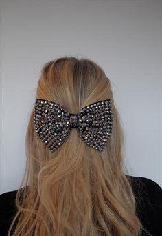 Want this hair bow<3          omg cute huge bow