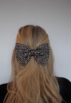 Want this hair bow<3          omg cute huge bow