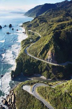 Earth Pics @Earth_Pics Pacific Coast Highway, California pic.twitter.com/jyt30CPPx0