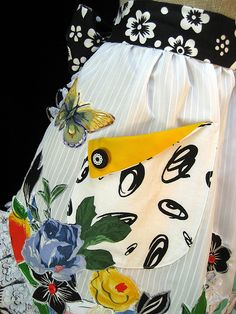 Apron ... love the fold on the pocket