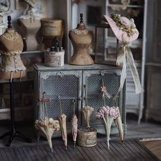 Mother Of Two Wakes Up At 4 AM To Create 18th Century Furniture For Dollhouses, And The Details Will Amaze You
