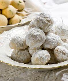 Το μυστικό του κουραμπιέ Greek Sweets, Greek Desserts, Greek Recipes, Xmas Desserts, Cookie Desserts, Cookie Recipes, Greek Cookies, Pastry Art, Special Recipes