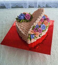Dort krémový * svatební - košík ve tvaru srdce s růžemi ♥ - Кремовые торты - Basket Weave Cake, Flower Basket Cake, Cake Basket, Cake Icing, Buttercream Cake, Cupcake Cakes, Cake Decorating Techniques, Cake Decorating Tips, Heart Shaped Cakes
