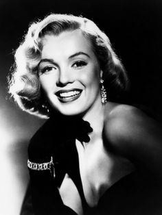 Marilyn Monore, Mid 1950s. Black and white photos of famous women, celebrities
