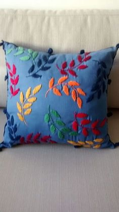 Embroidery vintage patterns pillowcases 25 ideas for 2019 Cushion Embroidery, Hand Embroidery Flowers, Embroidered Cushions, Simple Embroidery, Hand Embroidery Stitches, Hand Embroidery Designs, Beaded Embroidery, Machine Embroidery, Cushion Cover Designs
