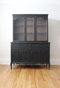 Dining room hutch makeover in Coal Black – The Interior DIYer Black Dining Room Furniture, Dining Room Hutch, Rustic Wood Furniture, Dining Room Design, Cool Furniture, Upcycled Furniture, Painted Furniture, Furniture Ideas, Shabby Chic Dining Room