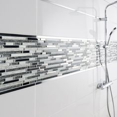 A mosaic frieze effect to cover the walls of your shower - Bathroom 01 Mosaic Bathroom, Small Bathroom, Master Bathroom, Bathroom Showers, Bathroom Interior Design, Interior Decorating, Shower Tub, Shower Walls, Bathroom Renovations
