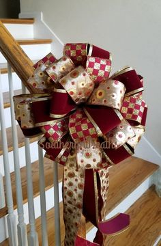 Christmas Tree Bows, Elegant Christmas Trees, Christmas Tree Toppers, Christmas Crafts, Christmas 2017, Christmas Colors, Easy Holiday Decorations, Tree Topper Bow, Gift Bows