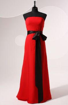 A bridesmaid dress can be as stunning as this. Love the contrast of red and black, the skirt of the dress falls beautifully. A-line Strapless Floor-length Sleeveless Chiffon Bridesmaid Dresses. Style Code: 06445 $109 Order yours here: http://www.outerinner.com/a-line-strapless-floor-length-sleeveless-chiffon-bridesmaid-dresses-pd-06445-12.html #BridesmaidDresses #OuterInner #Chiffon