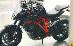 KTM 1290 Super Duke R in nero