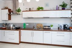 White High Gloss Cabinets in a Contemporary Kitchen