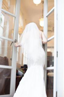 open the door to welcome a new life #engagement #welcome #door #weddinginspiration #lawamy #lawamyphotography