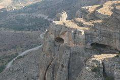 """Ansır mağaraları/Yazıhan/Malatya/// Bu mağaralar halk arasında """"Buzluk Mağarası"""" ismi ile de tanınmıştır. Mağaraların insanlar tarafından ne zaman barınak olarak kullanıldığı kesin olarak bilinmemekle birlikte, kaya mağaralarında Yontma Taş Devri ve Hitit uygarlıklarının izlerine rastlanır. Turkey Travel, Mount Rushmore, Istanbul, Cave, Mountains, World, Nature, Naturaleza, Caves"""