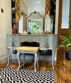 Vintage Dressing Rooms, Pair Of Bedside Tables, Muebles Shabby Chic, Vintage Room, Vintage Chest, Blue Rooms, Bedroom Decor, Bedroom Ideas, Bedroom Inspo