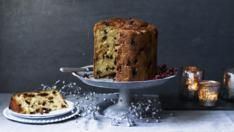 Paul Hollywood's version of panettone is a recipe that sits between the classic panettone and a brioche. You will need an panettone tin. Goulash, Sin Gluten, The Great British Bake Off, British Bake Off Recipes, Paul Hollywood, British Baking, Mary Berry, Christmas Desserts, Christmas Foods