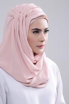 Shop Nabila Hijab Style New Stones - Instan Shawl Hijab Turban Style, Mode Turban, Hijab Outfit, Pashmina Hijab Tutorial, Hijab Style Tutorial, Bridal Hijab, Hijab Wedding Dresses, Hijab Bride, Niqab Fashion
