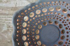 Ciotola centrotavola in ceramica blu e nero di NidaCeramiche