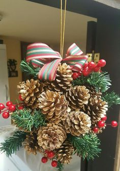 Decorao de Natal: 50 Super Easy Ideas - Making at Home - Bastelideen - Decoration Christmas, Christmas Card Crafts, Christmas Mood, Diy Christmas Ornaments, Outdoor Christmas, Christmas Projects, Holiday Crafts, Pine Cone Decorations, Xmas Wreaths