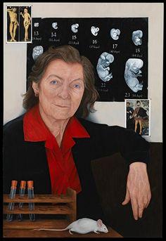 #40 Anne McLaren (1927-2007), Fellow de la Royal Society, fue un bióloga evolutiva e investigadora prominente en temas de fertilidad. Fue la primera mujer en convertirse en Officer de la Royal Society.