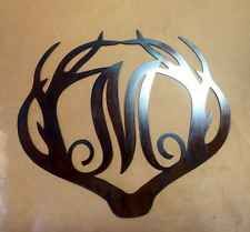 Initial Metal Door Hanger with Antlers Metal Projects, Welding Projects, Metal Crafts, Plasma Cutter Art, Diy Cnc, Rack Design, Plasma Cutting, Iron Work, Scroll Saw Patterns