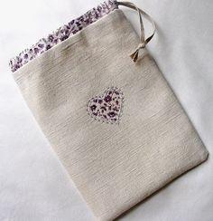 Petits détails: linen and lavender bag