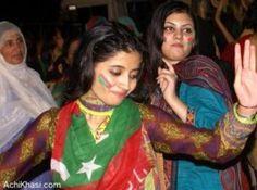 Girls Proposing Imran Khan In Azadi Dharna August 2014