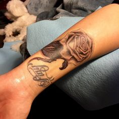 Demi Lovato Covers Up Lip Print Tattoo With New Rose Ink http://www.popstartats.com/demi-lovato-tattoos/wrist-rose/