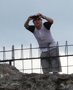Nialler on the Verona Amphitheatre <<< that fence looks like its stabbing his stomach....