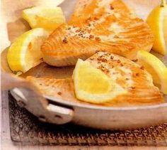 Das perfekte Thunfischsteaks mit Zitronensahne-Rezept mit einfacher Schritt-für-Schritt-Anleitung: 1. Thunfischsteaks pfeffern. Von jeder Seite 2 Min…